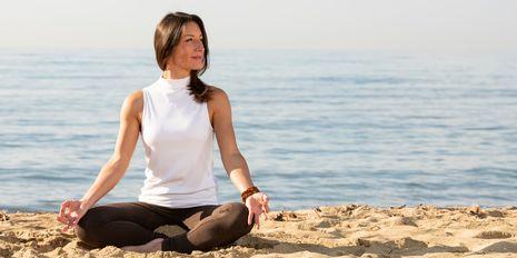 alltours - Fitnessanimation - Yoga am Strand
